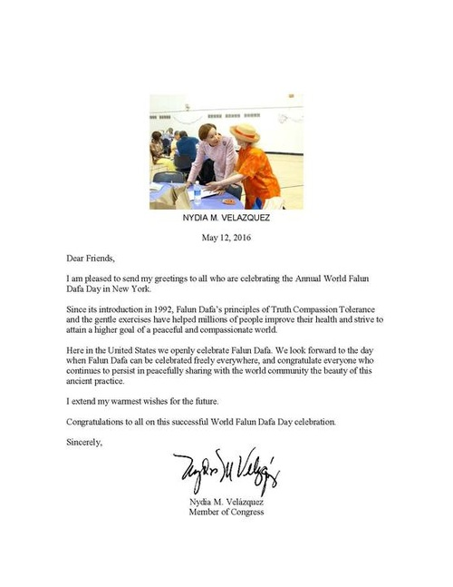 "Nydia Velazquez, perwakilan dari distrik 7 Kota New York, menulis, ""Sejak pengenalannya pada tahun 1992, prinsip Falun Dafa 'Sejati-Baik-Sabar' dan latihan lembutnya telah membantu jutaan orang meningkatkan kesehatan dan berusaha untuk mencapai tujuan lebih tinggi dari dunia yang damai dan belas kasih."""