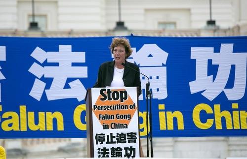 Suzanne Scholte, presiden Defense Forum Foundation, mengatakan sejumlah besar praktisi Falun Gong dibunuh untuk diambil organnya.