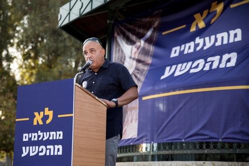 Yoram Levy, kepala sekolah di sebuah sekolah menengah di Tel Aviv