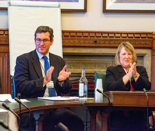 Benedict Rogers, wakil ketua Komisi, dan Fiona Bruce, ketua Komisi, memimpin dengar pendapat di Parlemen Inggris