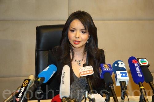 Anastasia Lin pada konferensi pers di Hong Kong setelah ditolak memasuki Tiongkok pada bulan November 2015.