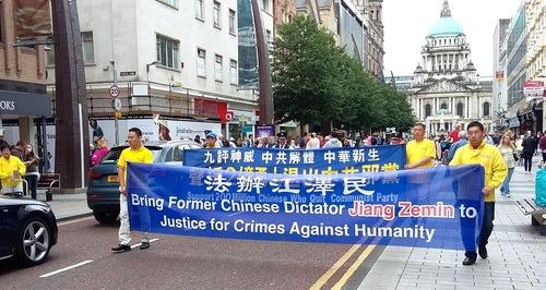 Praktisi Falun Gong melakukan pawai dari Balai Kota menuju Donegall Place, Royal Avenue dan Castle Place, lalu kembali ke Arthur Square