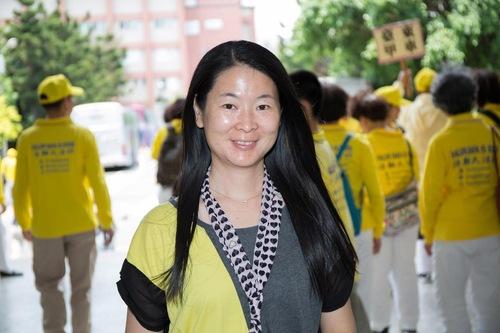 Ye Huiqing adalah seorang konsultan bagi siswa asing di sebuah universitas. Karena dia mengikuti ajaran Falun Dafa, para siswa menghargai dia