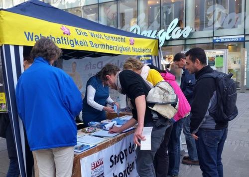 Kegiatan Hari Infomasi Falun Gong di Linz