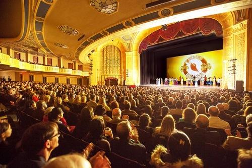 Shen Yun tampil di Detroit Opera House pada 2 Januari 2016