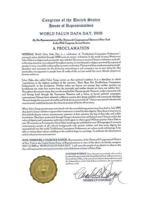 "Dalam proklamasinya, perwakilan dari distrik 13 Kota New York, Charles Rangle menulis, ""Ketika praktisi Falun Gong menghadapi penganiayaan yang sangat parah yang dilancarkan pada Juli 1999, mereka harus memilih untuk mengabaikan hati nurani mereka atau mempertahankan kehormatan mereka… Mereka telah bertahan selama 15 tahun penganiayaan dan membantu banyak orang Tiongkok menyadari nilai kehormatan dan belas kasih serta memiliki keyakinan lagi terhadap apa yang baik."""