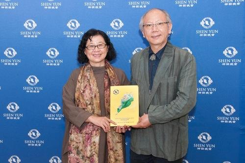 Chen Jing Lin, direktur dan pendiri Tenii dengan istrinya pada pertunjukan di Taichung pada tanggal 6 April