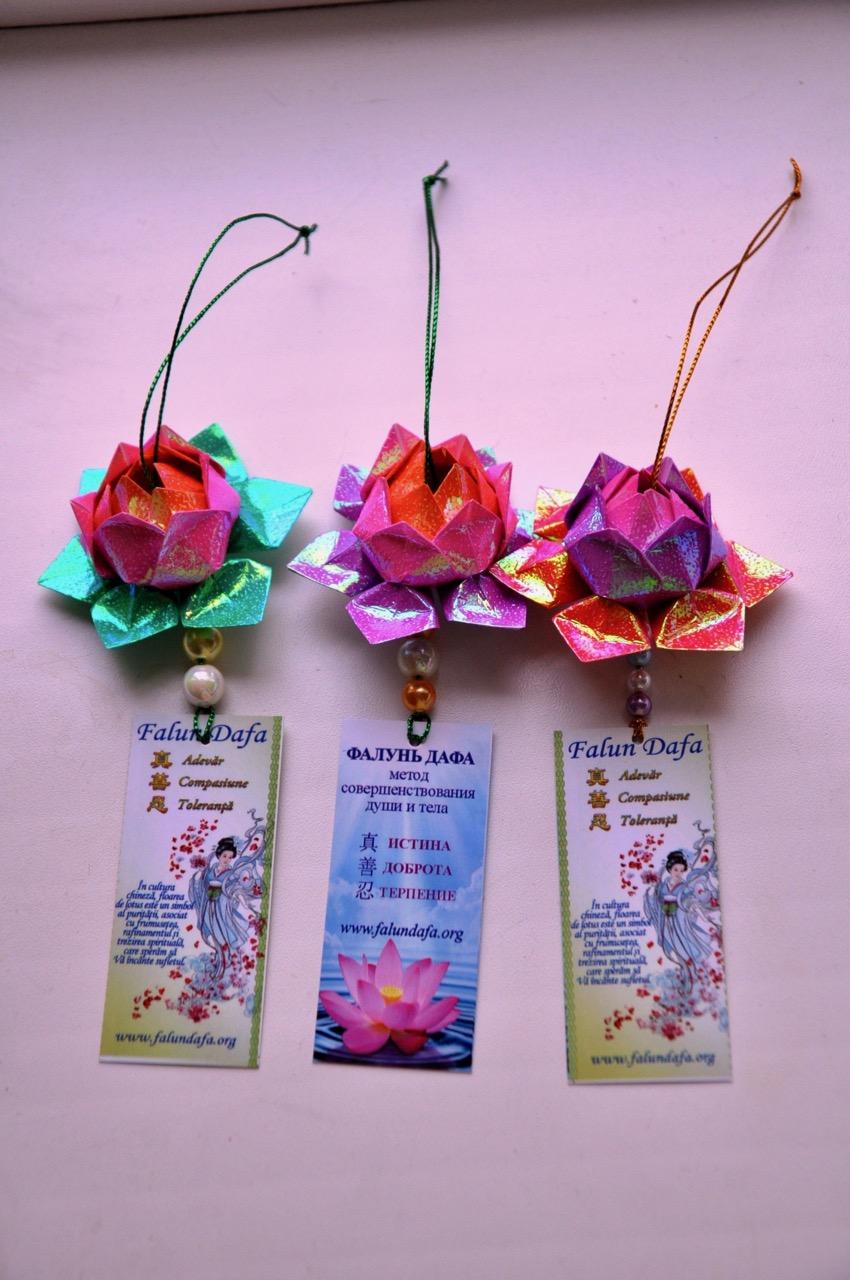 Petals Of Peace In Moldovan Schools Falun Dafa Minghui