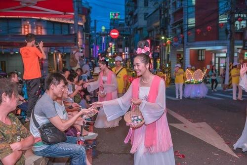 Парад водяных фонарей — яркий праздник в Тайване