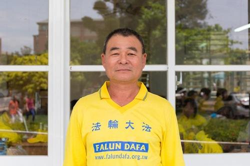 Huang Dengbao, seorang pengemudi truk kecil, beberapa kali lolos dari bahaya