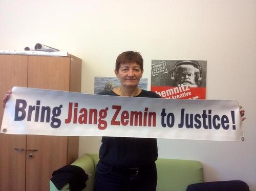 Dr. Cornelia Ernst, anggota Parlemen Eropa dari Jermang, mendukung tuntutan hukum terhadap Jiang Zemin