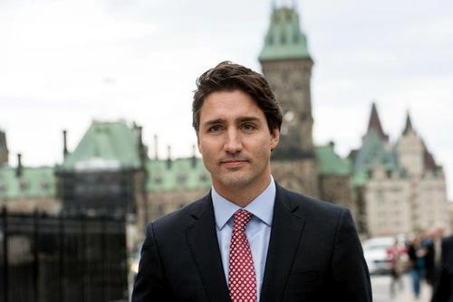 Justin Trudeau, Perdana Menteri Kanada di kantornya pada tanggal 4 November 2015