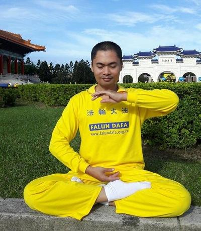 Captain Nguy?n doing the meditation