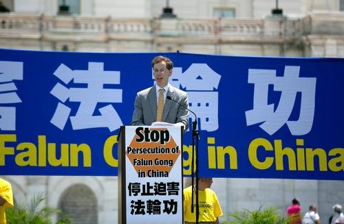 Presiden Freedom House Mark Lagon berkata Kantor 610 didirikan di Tiongkok untuk mengoordinasikan penganiayaan terhadap Falun Gong.