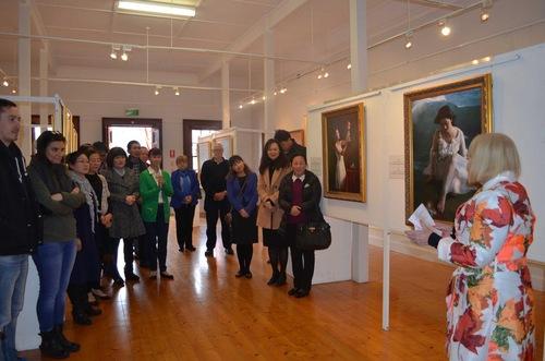 Upacara pembukaan Pameran Seni Internasional Zhen, Shan, Ren di Adelaide, Australia Selatan pada pukul 14.00, tanggal 2 Juli 2016. Pejabat pemerintah setempat, seniman dan masyarakat umum menghadiri acara tersebut