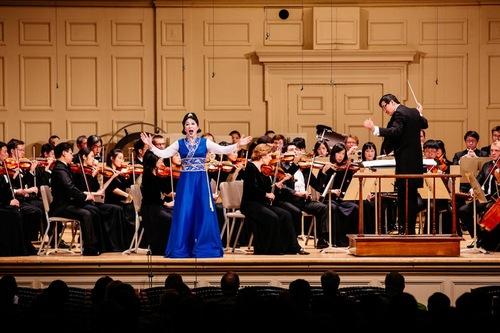 Shen Yun Symphony Orchestra - Soprano Jiang Min