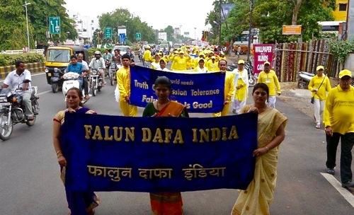 Para praktisi mengadakan pawai di Nagpur untuk meningkatkan kesadaran terhadap penganiayaan yang masih terjadi di Tiongkok