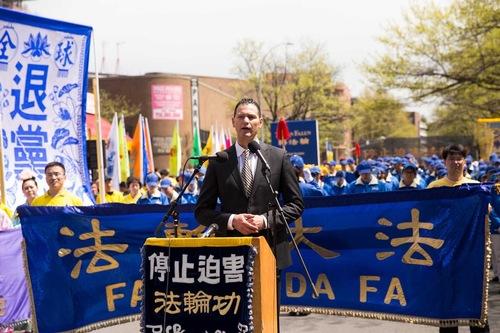 Damon Noto dari (DAFOH berbicara mengenai kejahatan rezim Tiongkok dalam perampasan organ dari praktisi yang masih hidup di Tiongkok