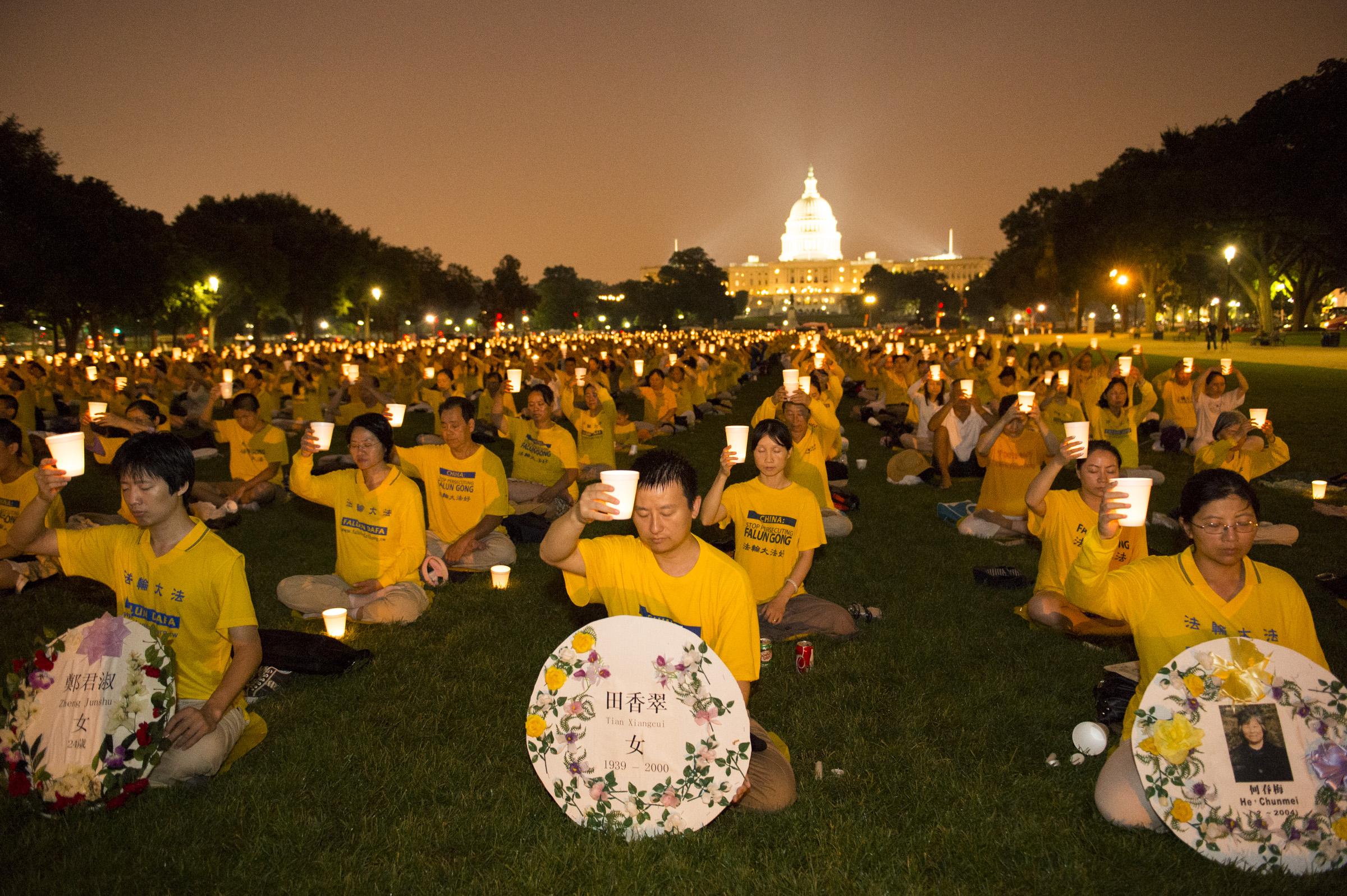 Washington D.C: Thắp nến tưởng niệm những người đã thiệt mạng ...