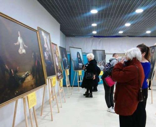 https://en.minghui.org/u/article_images/2021-9-23-russia-art-exhibition_03.jpg