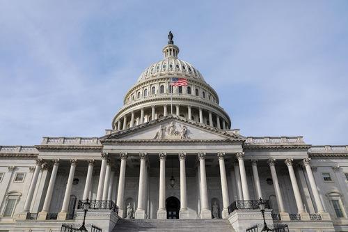 Флаги на здании Конгресса США вывесили в честь основателя Фалунь Дафа