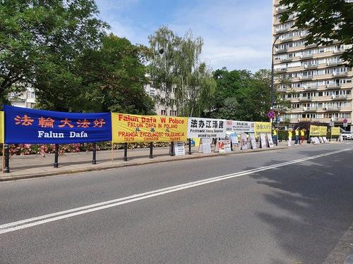 https://en.minghui.org/u/article_images/2020-7-31-poland-telling-falun-gong-truth_12.jpg