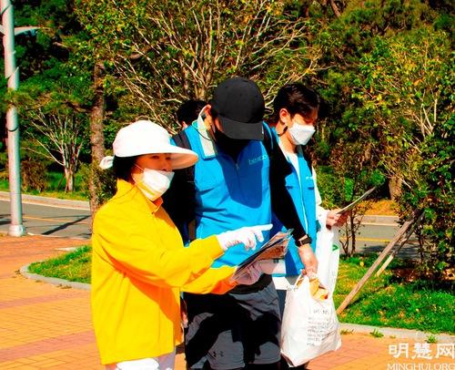 https://en.minghui.org/u/article_images/2021-5-16-mh-fldfd-korea-celebrate-11.jpg