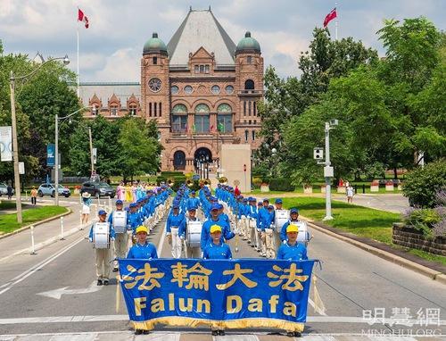 https://en.minghui.org/u/article_images/2021-8-23-toronto-falun-gong-parade_01_EM35dUV.jpg
