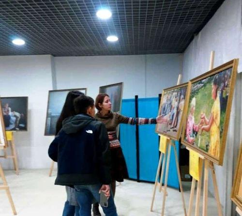 https://en.minghui.org/u/article_images/2021-9-23-russia-art-exhibition_02.jpg
