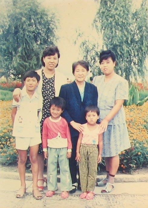 2006-2-16-zhue-family-1.jpg