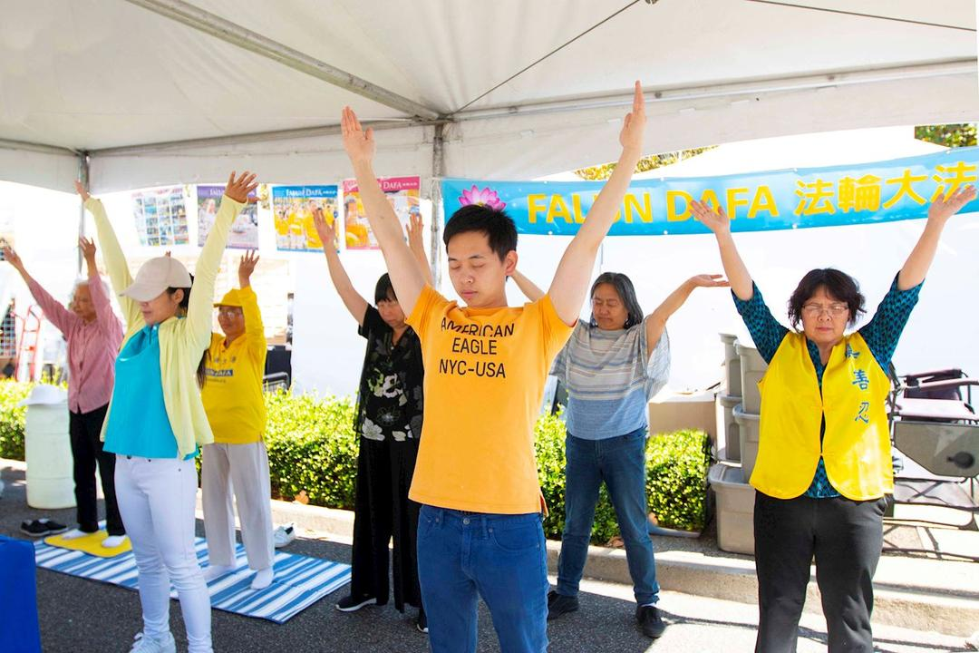 Fremont California Introducing Falun Dafa At One Of The Biggest Arts Festivals West Of The Mississippi Falun Dafa Minghui Org