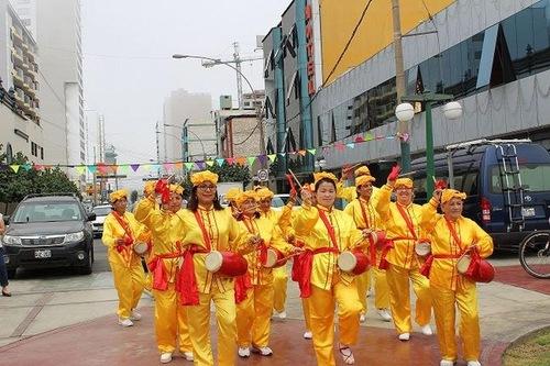 Фалуньгун тепло приняли на фестивале искусств в Перу