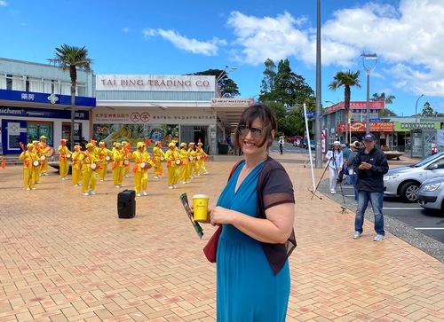 Парад в Новой Зеландии поддержал 360 млн человек, разорвавших связь с компартией Китая