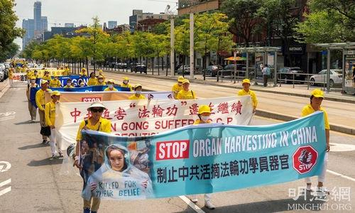 https://en.minghui.org/u/article_images/2021-8-23-toronto-falun-gong-parade_08_1sw8XCk.jpg