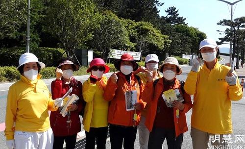 https://en.minghui.org/u/article_images/2021-5-16-mh-fldfd-korea-celebrate-12.jpg