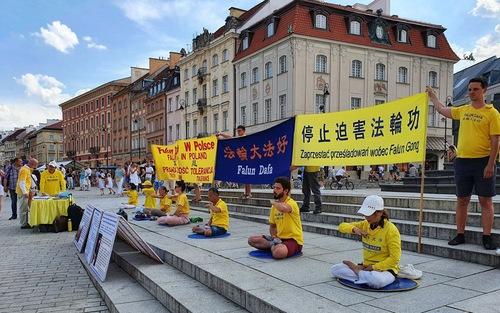 https://en.minghui.org/u/article_images/2020-7-31-poland-telling-falun-gong-truth_05.jpg