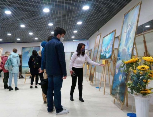 https://en.minghui.org/u/article_images/2021-9-23-russia-art-exhibition_04.jpg