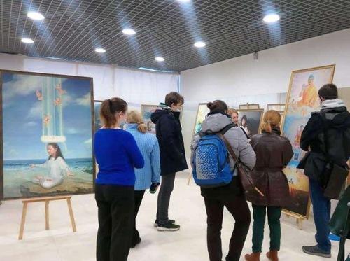 https://en.minghui.org/u/article_images/2021-9-23-russia-art-exhibition_01.jpg