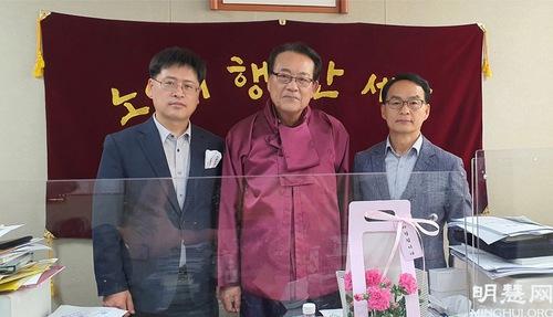 https://en.minghui.org/u/article_images/2021-5-16-mh-fldfd-korea-celebrate-17.jpg
