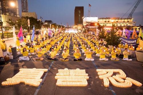 Митинг в Нью-Йорке посвятили 19 годам преследований Фалуньгун