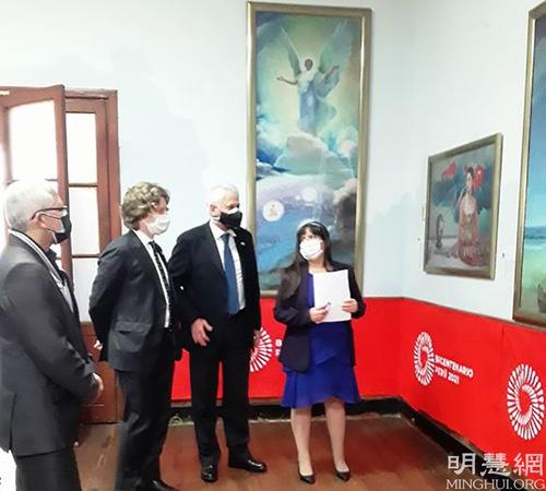 https://en.minghui.org/u/article_images/2021-8-21-peru-falun-gong-art-exhibition_02.jpg