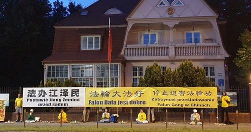https://en.minghui.org/u/article_images/2020-7-31-poland-telling-falun-gong-truth_04.jpg