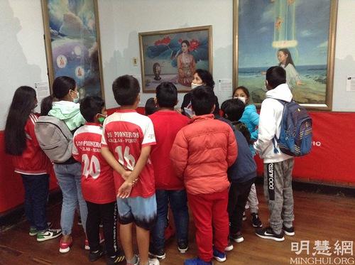 https://en.minghui.org/u/article_images/2021-8-21-peru-falun-gong-art-exhibition_04.jpg