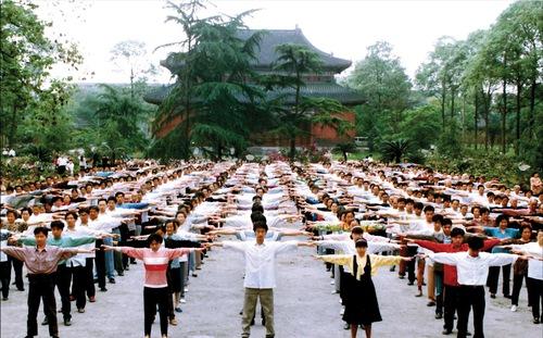 https://en.minghui.org/u/article_images/2021-7-26-shifu-chuanfa_26.jpg